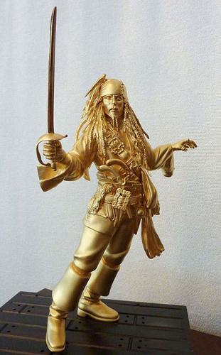 24k金杰克船长雕像 怀念《加勒比海盗》(图)