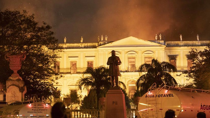"""巴西国博遭遇大火 200年的历史一夜""""灰飞烟灭"""""""
