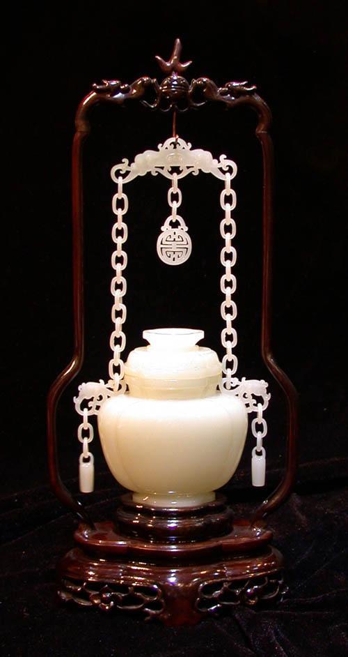 玉雕《白玉链瓶》10t20 cm,链瓶通体用整块白玉雕刻而成,链...