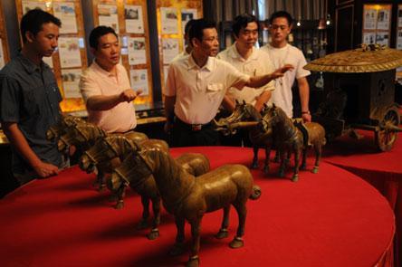 战国时代的宫廷用青铜器和玉器国庆7天在福州展出