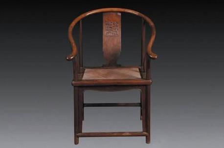 老旧木质折叠椅子